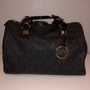 Michael Kors E-1205 Black Leather Purse